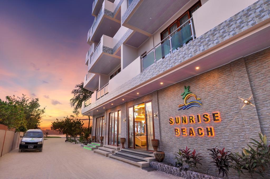 Sunrise Beach Maldyvai
